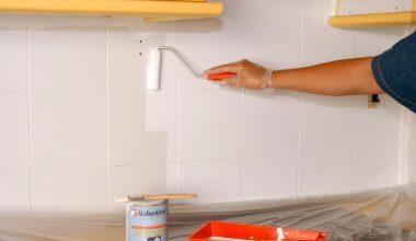 Trucos para pintar los azulejos del baño fácilmente